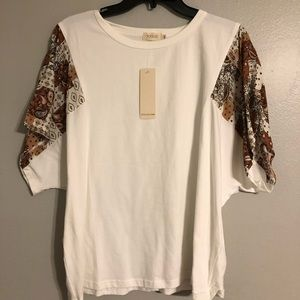 White T with decorated Sleeves